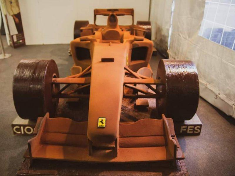 В честь 50-летия Шумахера в Италии из шоколада изготовили его Ferrari F2004 в натуральную величину (ФОТО)