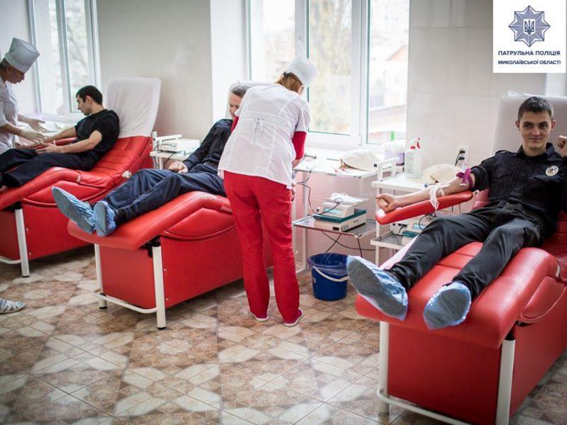 Николаевские патрульные снова приняли участие в акции «Сдай кровь – спаси жизнь» (ФОТО)