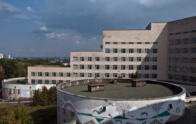 Три девочки выпрыгнули из окна психбольницы Павлова