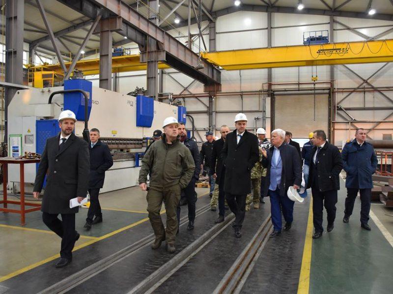 На судостроительных заводах Николаева побывали глава «Укроборонпрома» и министр обороны (ФОТО)