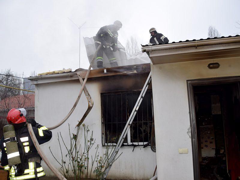 В Николаеве на пожаре погибла 70-летняя женщина (ФОТО, ВИДЕО)