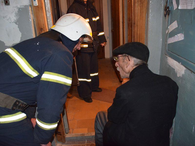 В Николаеве подгоревшая на плите пища стала причиной пожара (ФОТО, ВИДЕО)