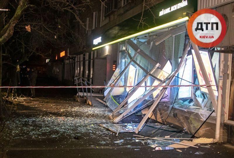 Полиция установила, чем подорвали банк в Киеве