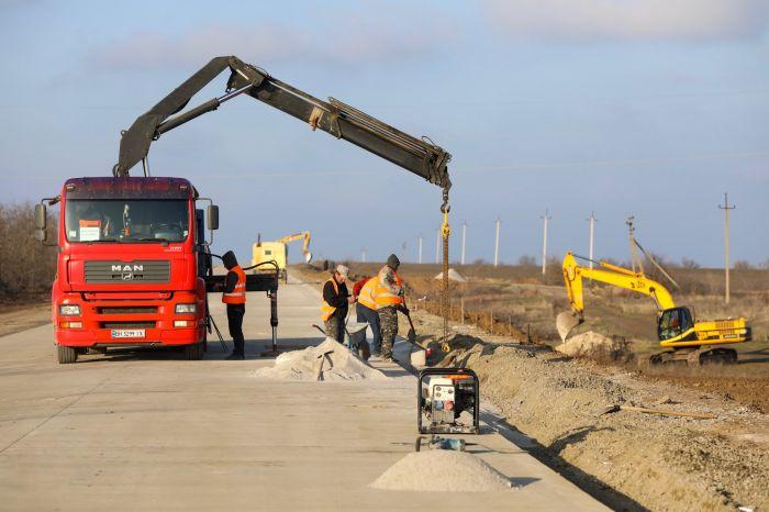 Появились новые фото строительства бетонной дороги в Николаевской области