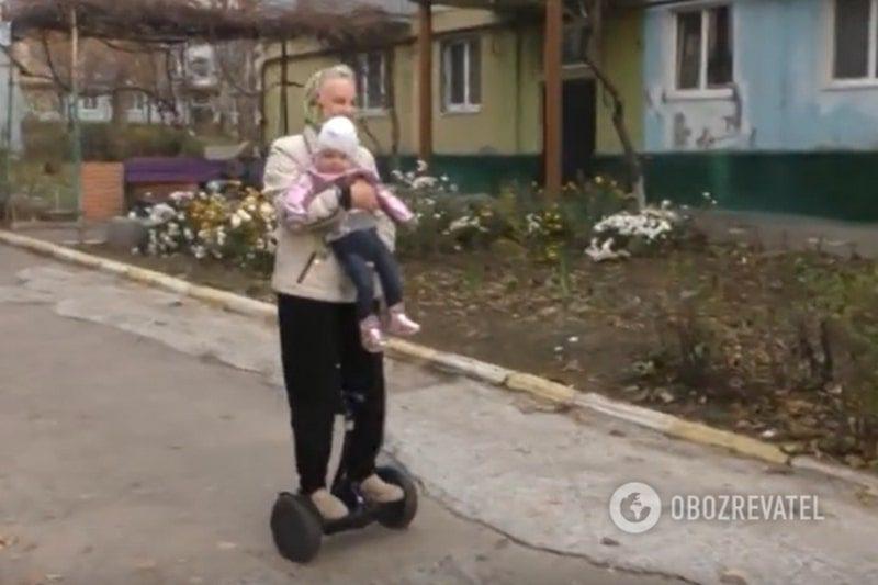 """Слава в сети не беспокоит запорожскую """"бабушку на гироскутере"""" (ВИДЕО)"""