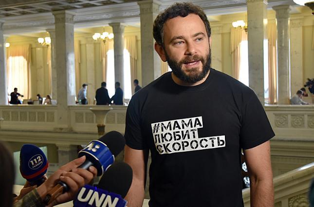 «Не дождетесь!»: Дубинский не намерен покидать фракцию «Слуги народа» и говорит об аферистах, которые «пытаются подчинить и партию, и Президента»
