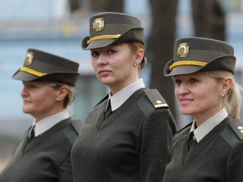 Закончили тестирование женской военной формы: шляпка, подчеркивающие фигуру брюки и туфли на каблуке (ФОТО)