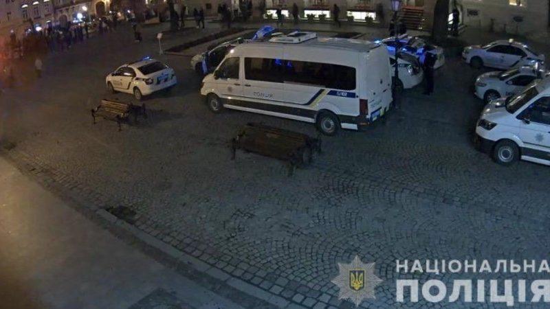 Футбольные фанаты устроили массовую драку в центре Львова (ВИДЕО)