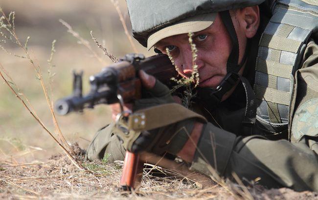 На Донбассе 15 раз обстреляли позиции ВСУ, двое наших бойцов ранены