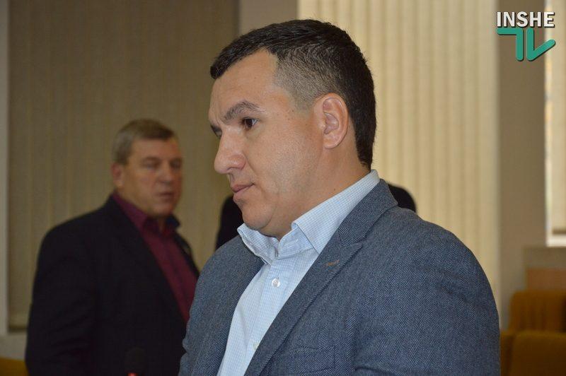 Депутат Николаевского облсовета украсил стол президиума плакатом «М-13» (ФОТО, ВИДЕО)