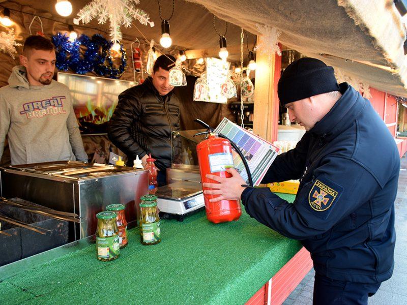 В Николаеве перед «запуском» Главной городской елки спасатели проверили ярмарочный городок на предмет пожарной безопасности (ФОТО)