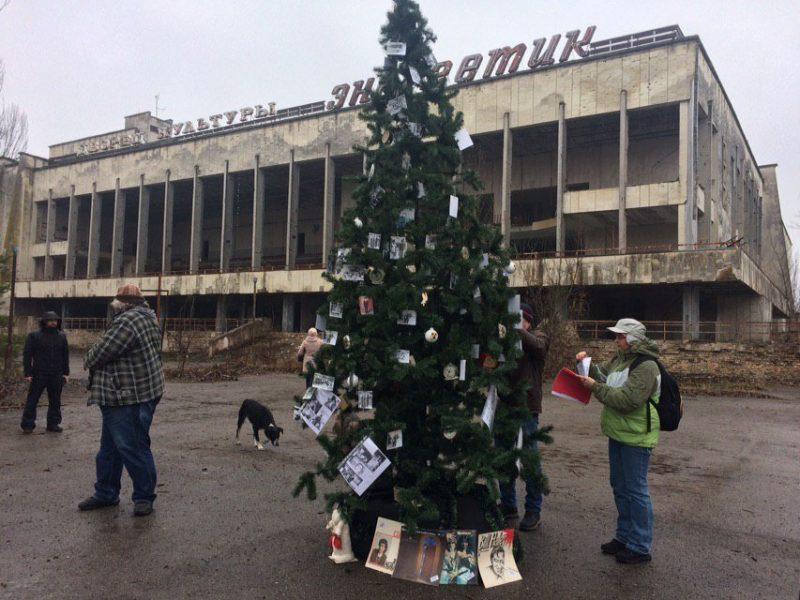 Спустя 33 года после Чернобыльской аварии: в Припяти открыли Новогоднюю елку (ФОТО)