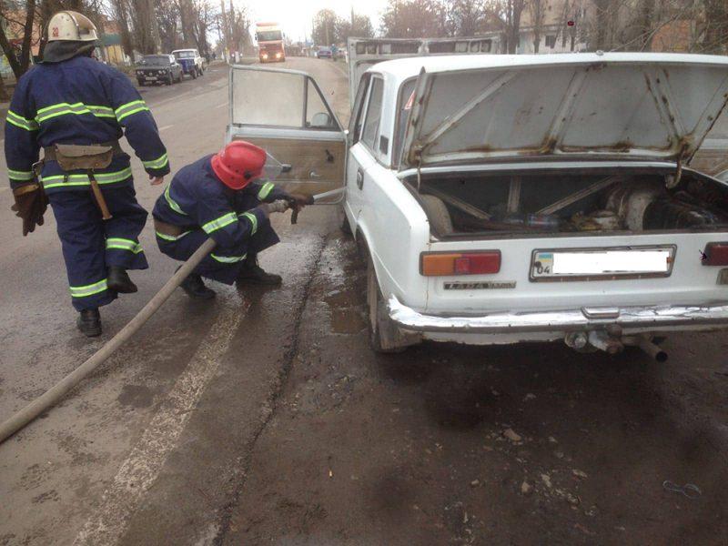 Из-за короткого замыкания электропроводки в Новом Буге на улице загорелся ВАЗ