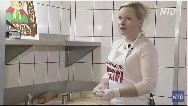 Королева вареников: жительница Польши лепит в час более 1000 вареников (ВИДЕО)