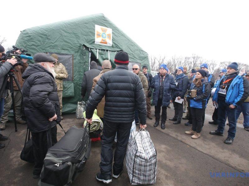 "Обновлено. Обмен на КПВВ ""Майорское"" завершился (ФОТО)"