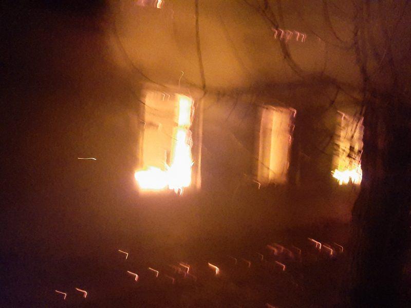 Николаевские спасатели погасили пожар в частном доме