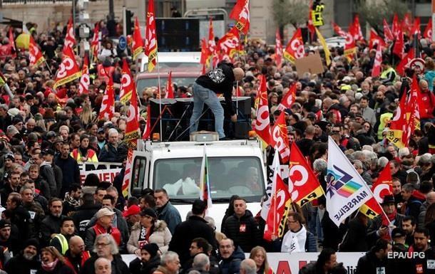 В Париже во время протестов задержали 90 человек