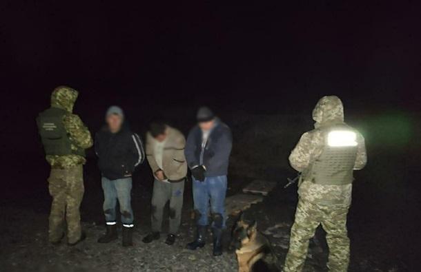 На границе изъяли почти 700 кг красной икры из России