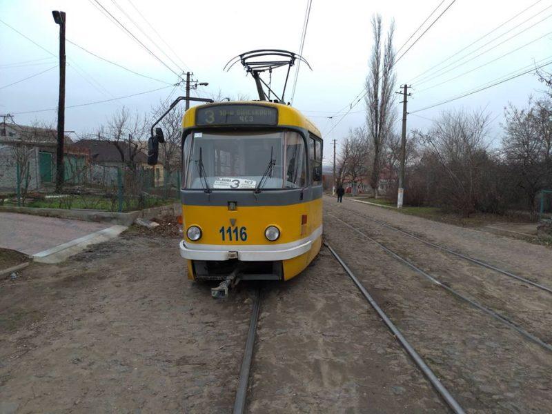 Не первый раз в этом месте: в Николаеве сошел с рельсов трамвай №3 (ФОТО)
