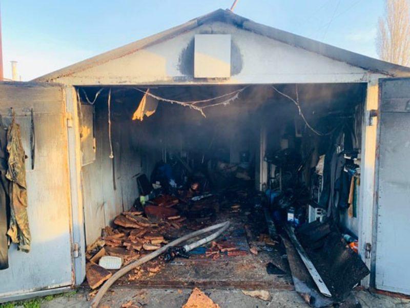 В Николаеве из-за короткого замыкания горел гараж (ФОТО)