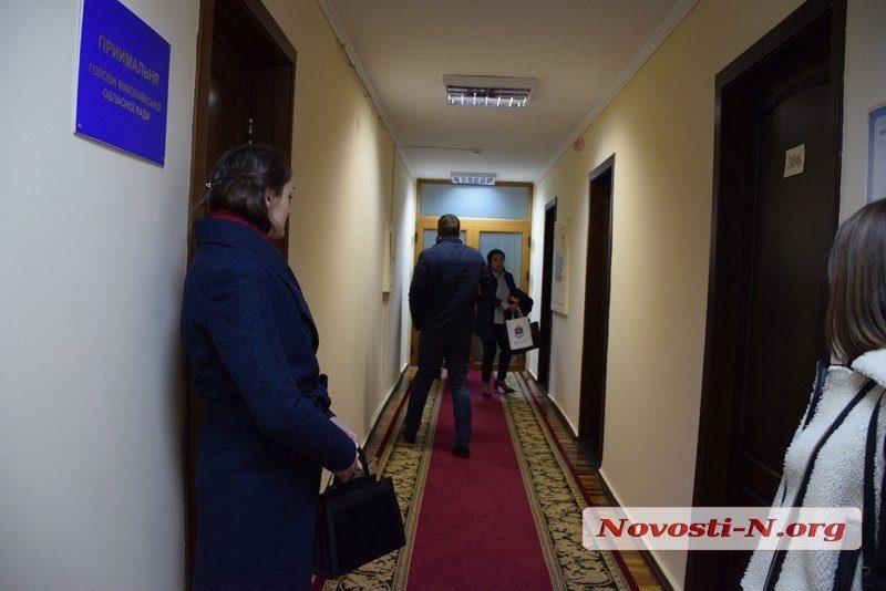 Оперативники Нацполиции пришли с повесткой к главе Николаевского облсовета Москаленко (ВИДЕО)