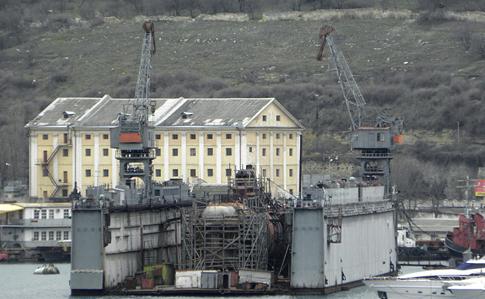 В Севастополе затонул док с подводной лодкой Черноморского флота