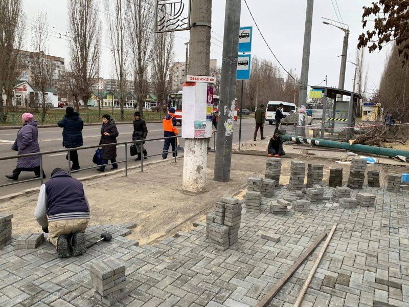 На Намыве начали ремонтировать тротуарное покрытие у госпиталя ветеранов войны (ФОТО)