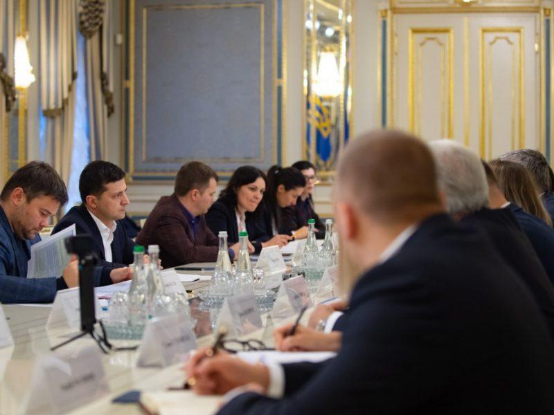 """Зеленский призвал собственников АЗС снизить цены. Они его – ликвидировать """"нелегалов"""""""