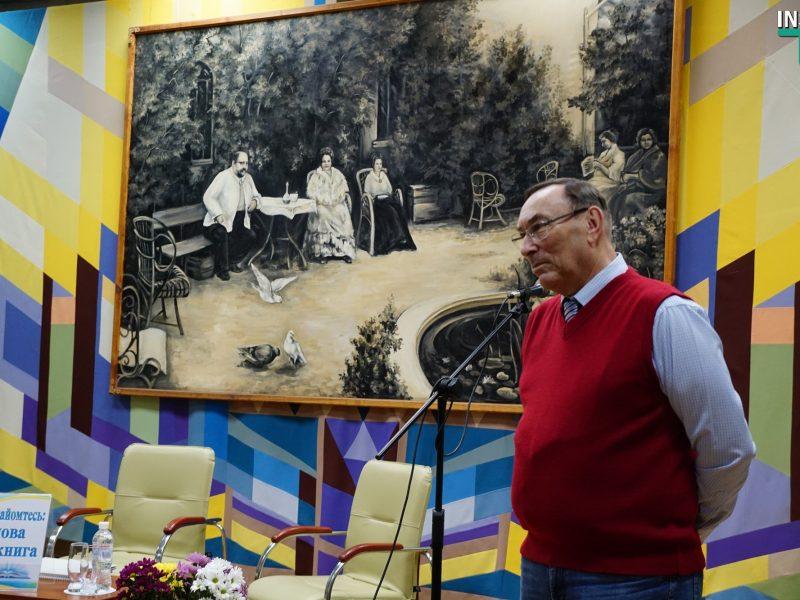 Директор Николаевского зоопарка презентовал уникальный фотоальбом, посвященный почти 120-летней истории заведения (ФОТО, ВИДЕО)
