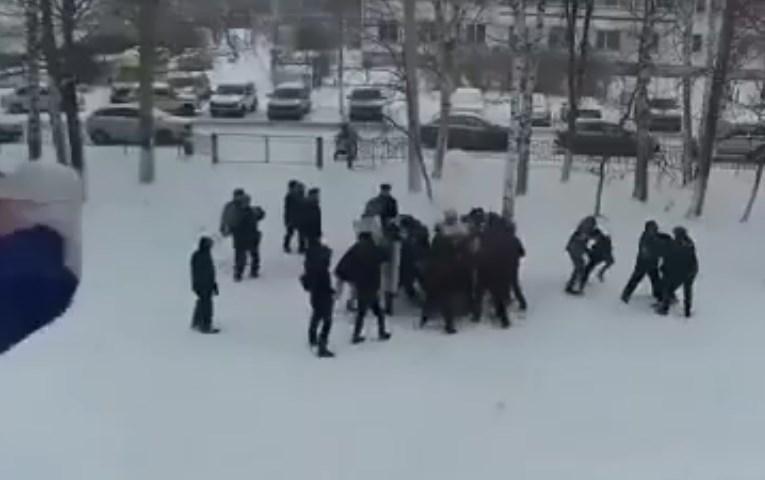 """В России полиция """"отработала"""" на школьниках разгон митинга. Они рассказали о полученных травмах (ВИДЕО)"""