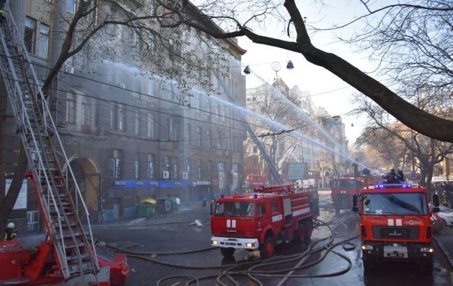 Пожар в Одессе: здание все еще заливают водой, количество пострадавших выросло, судьба 14 человек не известна