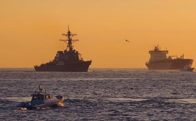 Ракетный эсминец ВМС США зашел в Черное море (ФОТО)