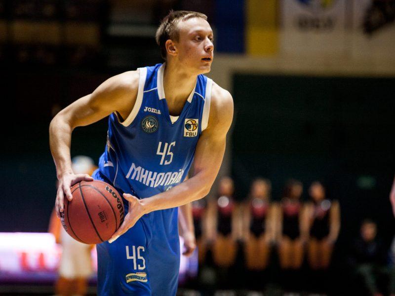 Плеймейкер МБК «Николаев» Виталий Зотов за спиной у руководства начал искать другой клуб. Его осуждают, но отпускают