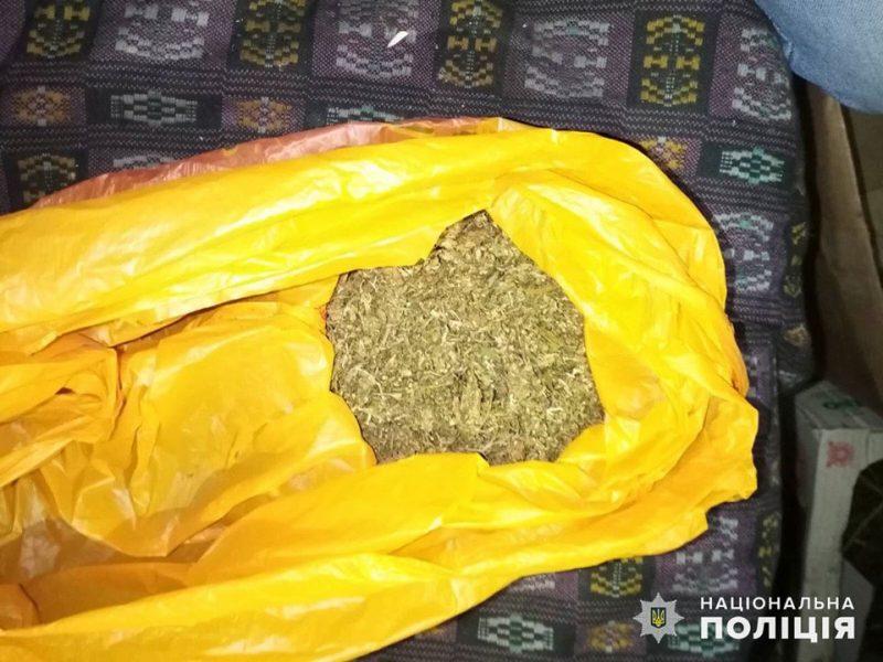 На Николаевщине полицейские изъяли у жителя Новобугского района свыше 1 кг конопли (ФОТО)
