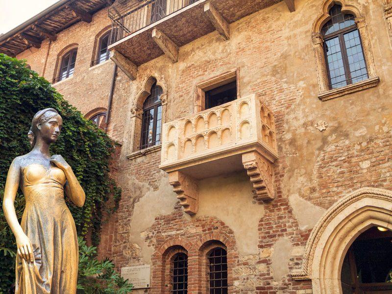 Хотите со своей «второй половинкой» провести День влюбленных в Доме Джульетты в Вероне? Тогда пишите письмо
