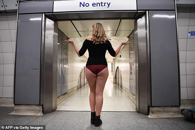 No Trousers On The Tube Day: как в метро Лондона англичане без брюк ездили (ФОТО)
