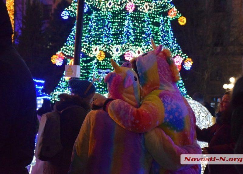 Николаевцы встретили Новый год на Соборной площади (ФОТО, ВИДЕО)