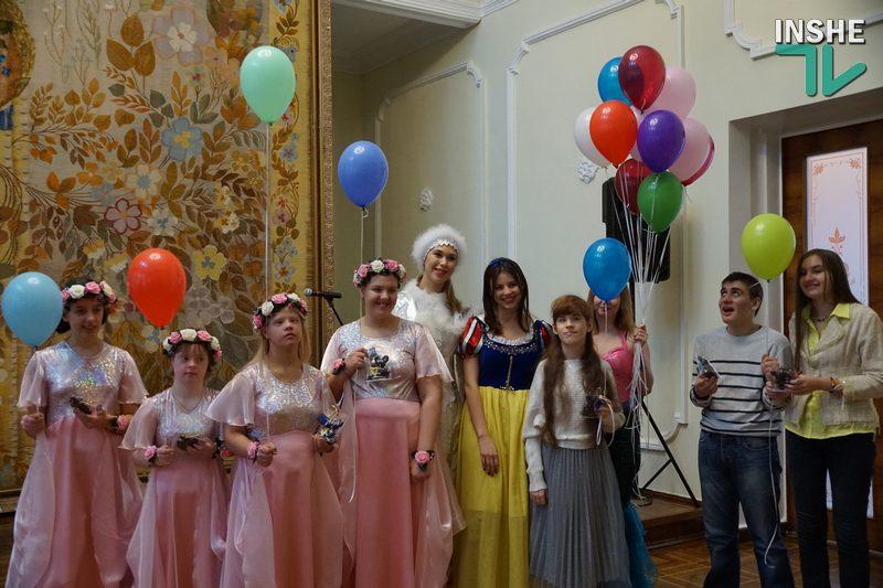 Особые «Рождественские встречи» в Николаеве: свои таланты показали дети с интеллектуальными нарушениями (ФОТО, ВИДЕО)