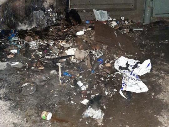 На Авангардной сгорел киоск из-за пожара мусора (ФОТО)