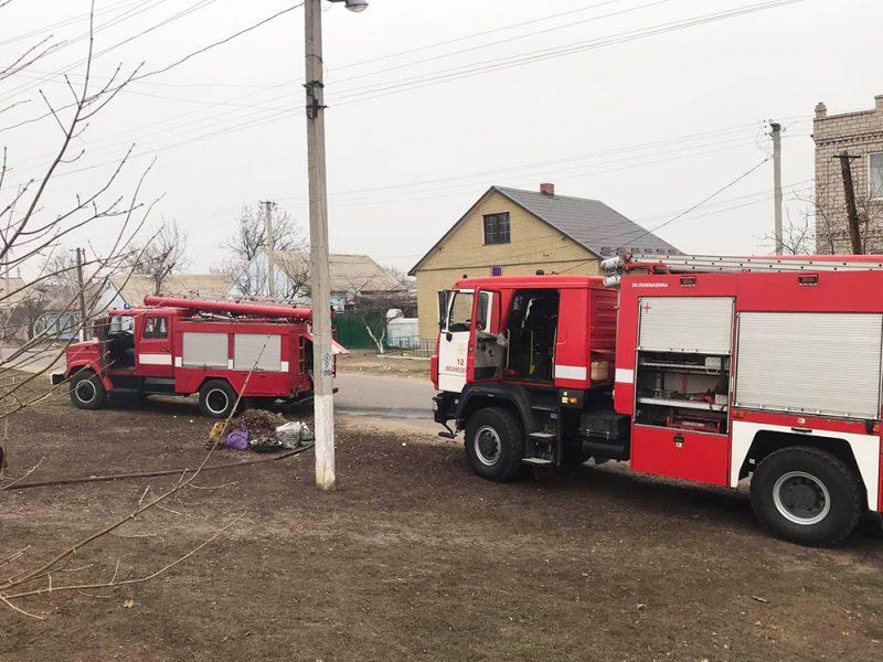 На Николаевщине горел жилой дом: пожар тушили два экипажа спасателей (ФОТО)