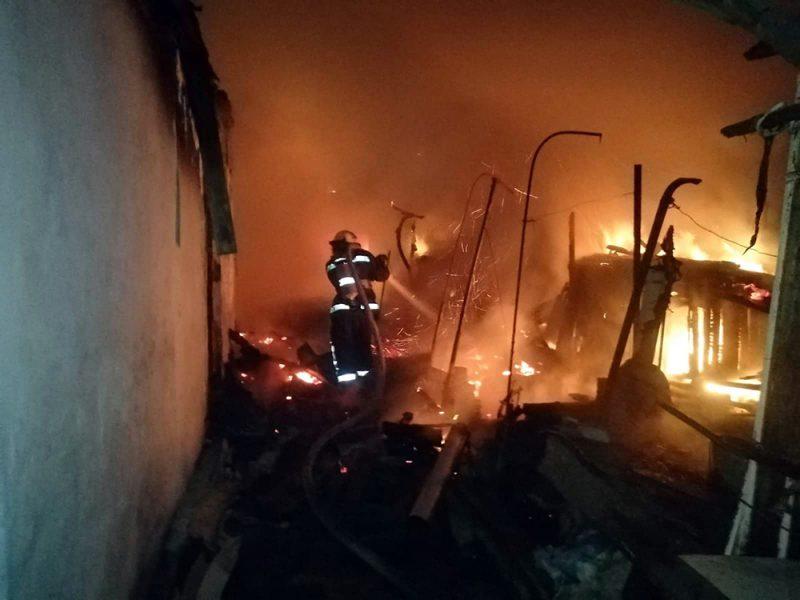 В Николаеве на пожаре спасатели обнаружили тело погибшей женщины (ВИДЕО)