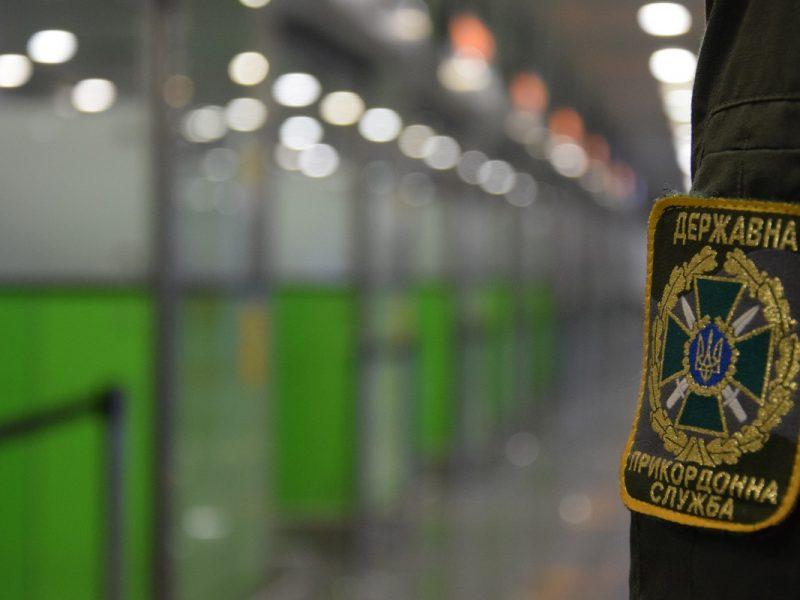 Вместо Египта – в суд. В Борисполе с рейса сняли неадекватного пассажира (ВИДЕО)