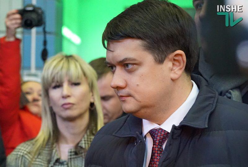 Разумков поручил пересмотреть решение о запрете некоторым журналистам посещать Раду. И его отменили