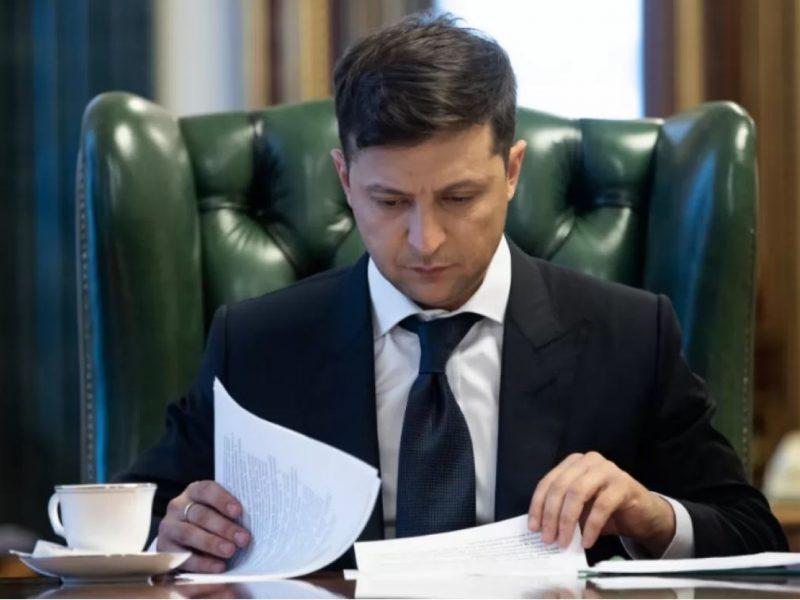 Зеленский учредил премии для школьников и абитуриентов