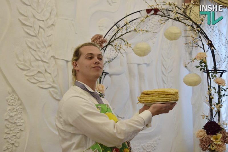 Как в Николаевском городском ЗАГСе с детьми блины готовили (ФОТО, ВИДЕО)