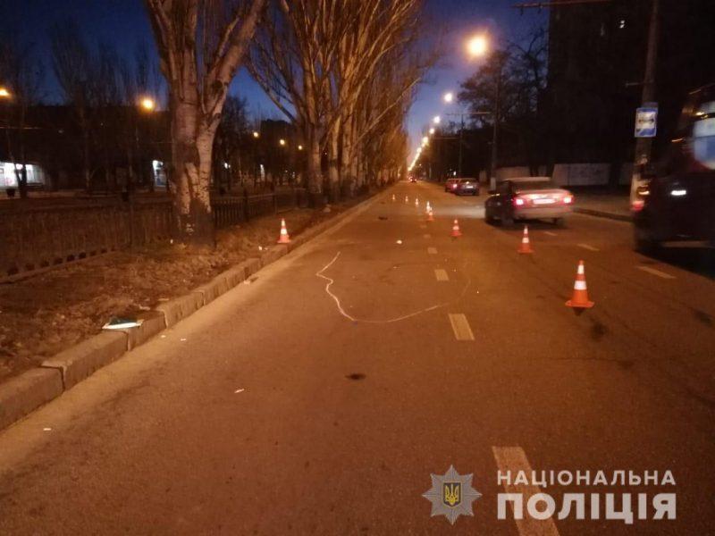 Сегодня ночью в Николаеве молодая женщина погибла под колесами автомобиля. Полиция ищет свидетелей (ФОТО)