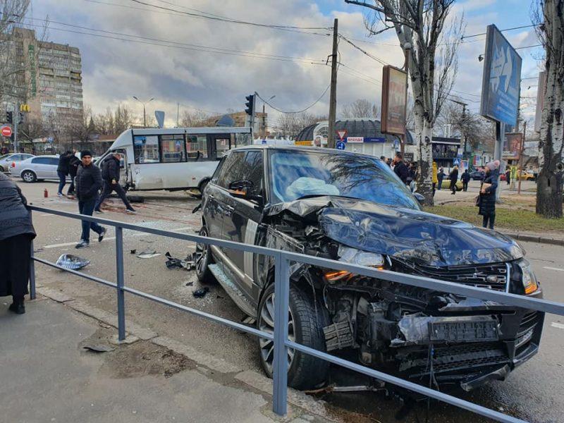 В Николаеве умерла в больнице пассажирка маршрутки, которую протаранил внедорожник