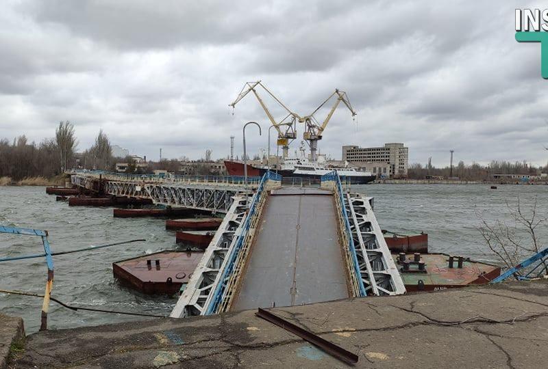 В Николаеве рухнула в воду часть понтонного моста через реку Ингул (ФОТО, ВИДЕО)