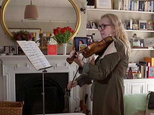 """""""Это моя жизнь"""": музыкант играла на скрипке во время удаления опухоли в ее мозге (ФОТО)"""