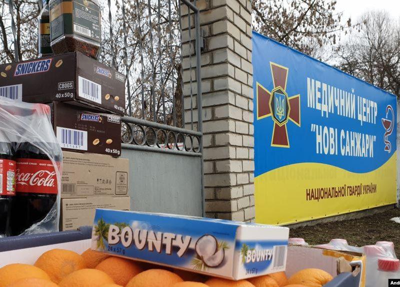 Переселенцы из Донецка привезли продукты под санаторий в Новых Санжарах (ФОТО)
